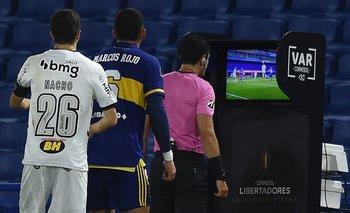 Andrés Rojas dirigió Boca Juniors y Atlético Mineiro el martes y no convalidó un gol lícito de los argentinos