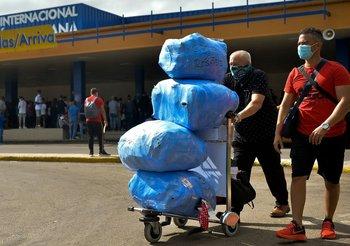 Los viajeros que lleguen a Cuba ahora pueden ingresar alimentos, medicinas y otros artículos esenciales sin pagar aduanas, anunció el gobierno