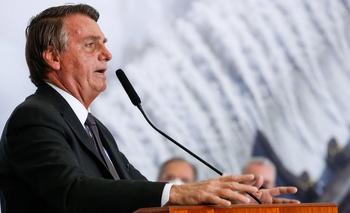 El problema intestinal de Bolsonaro puede estar relacionado con las cirugías que se realizó tras sufrir una puñalada.