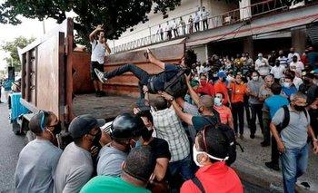 Una de las protestas del domingo ocurrió frente al Instituto Cubano de Radio y Televisión en La Habana.