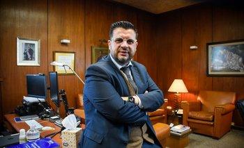 El vicepresidente de Ancap en su oficina del edificio central de la empresa.