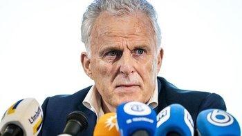 De Vries actuó como asesor de personas involucradas en casos penales