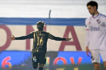 Agustín Canobbio celebra su gol para el 1-0 ante Nacional