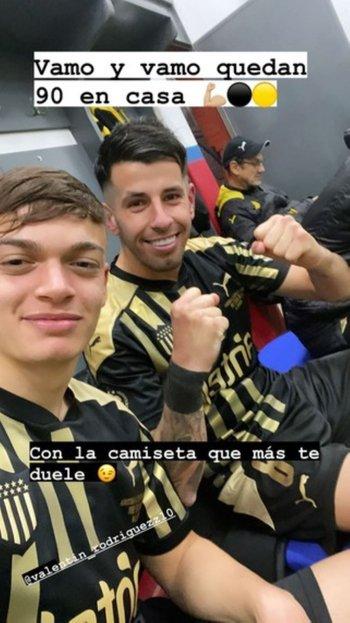 Pablo Ceppelini subió a su cuenta de Instagram una foto con Valentín Rodríguez, autor del segundo golazo aurinegro en el clásico