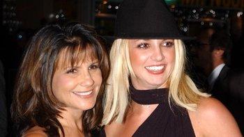 Images Britney Spears con su madre en el estreno de un filme en 2002