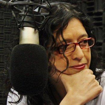 Alejandra Casablanca en un estudio de radio