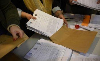 Campaña de firmas para el referéndum contra 135 artículos de la LUC