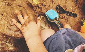Los parques y plazas donde juegan los niños pueden ser una fuente de intoxicación por plomo, según expertos en Nueva Orleans.