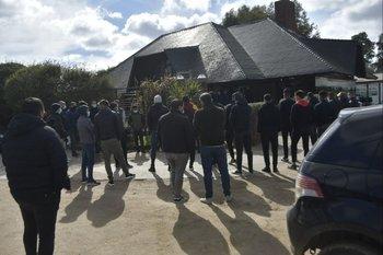 Gran cantidad de gente del fútbol se arrimó a despedir a Martínez