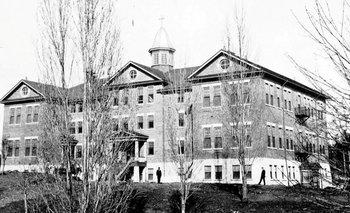 """A la Escuela Industrial de la isla Kuper la han llamado el """"Alcatraz de Canadá"""", pues, como en la famosa prisión de California, era prácticamente imposible escapar de ahí."""