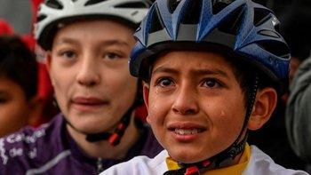 Su foto emocionado tras la victoria del primer colombiano en el Tour de Francia recorrió dio la vuelta al mundo