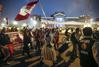 Simpatizantes de Pedro Castillo celebraron el triunfo sobre las calles de Lima