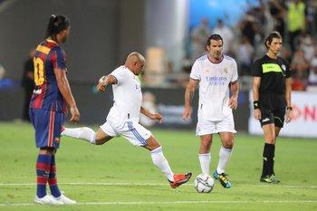 Roberto Carlos le pega como siempre