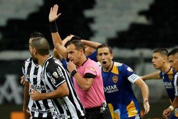 Ostojich anuló el gol y causó indignación en Boca