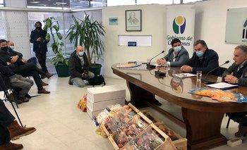 El intendente Yamandú Orsi participó en un acto del Instituto Nacional del Cooperativismo (Inacoop).