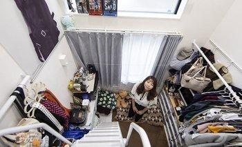 Hiroshi Sugano vive en un apartamento de 9m². Es uno de los jóvenes profesionales en Tokio que ha optado por vivir en casas diminutas pero bien ubicadas.