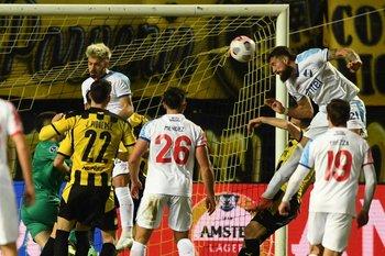 El gol de Corujo, solo sirvió para ganar en el Campeón del Siglo