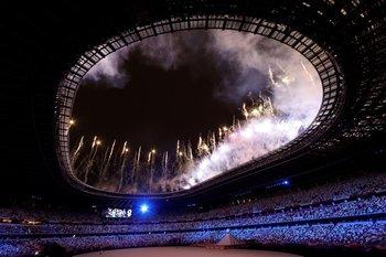 Fuegos artificiales durante la ceremonia inaugural de los Juegos