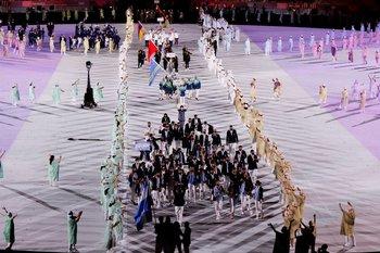 Delegaciones de distintos países desfilan durante la ceremonia inaugural