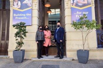Las autoridades del colegio: Marta Galietti (directora de Educación Inicial y Primaria), Mildred Olivera (directora de Inglés) y  Enrique Morrone (director general)