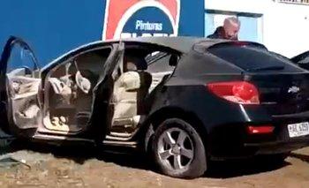 Así quedó el automóvil particular de Daniel Enríquez, incendiado en la puerta el Tróccoli