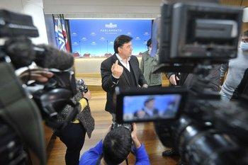 """El ministro de Ambiente, Adrián Peña, dijo que el Partido Nacional y Cabildo Abierto son opciones """"más conservadoras"""" dentro de la coalición"""