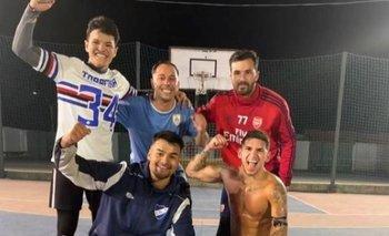 Lucas Torreira jugó un picadito junto a sus amigos en el club 18 de Julio de Fray Bentos