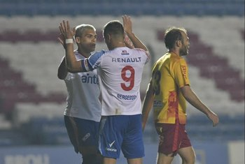 Brian Ocampo y Gonzalo Bergessio, socios del gol