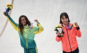 Las dos niñas de 13 años, la brasileña Rayssa Leal (plata) y la japonesa Momiji Nishiya (oro), celebraron en el podio