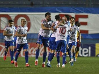 El festejo de Nacional tras la victoria contra Villa Española