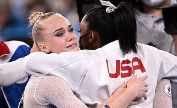 El abrazo de Angelina Melnikova y Simone Biles