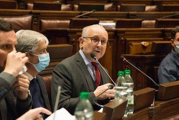 El ministro Da Silveira en el Parlamento