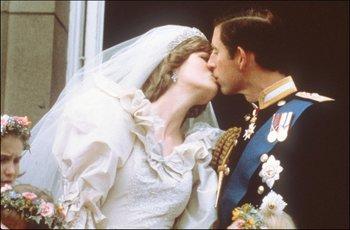 Diana y Carlos en su boda, hace 40 años