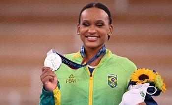 Rebeca con su medalla de plata