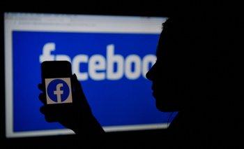 Facebook otra vez en el ojo de la tormenta por viralizar noticias falsas.