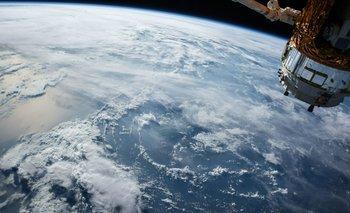 Quantum Con tiene un peso de 3,5 toneladas, fue desarrollado en una asociación público-privada entre la Agencia Espacial Europea (ESA), Eutelsat y Airbus Defence and Space, que se encargó de su construcción.