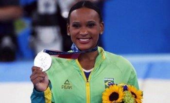 Rebeca Andrade ganó la plata en el all-around individual en Tokio 2021.