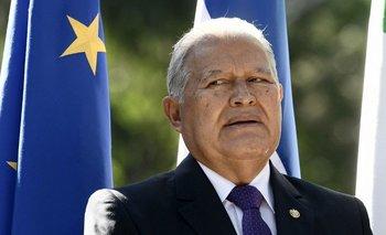 Un tribunal salvadoreño emitió estemiércoles una orden de captura internacional para Sánchez Cerén