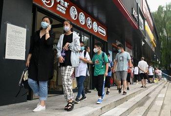 """En China, los alumnos que tienen que hacer malabares con sus múltiples cursos y clases son apodados """"polluelos sobreexcitados"""", en referencia a la hiperestimulación permanente promovida por sus padres."""