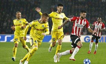 Pereiro escapa de la marca de los jugadores de BATE Borisov