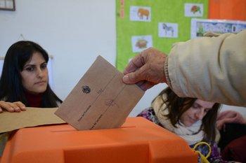 Urna de votación en elecciones