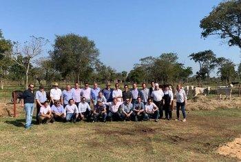 Una delegación de 21 personas vinculadas a Plazarural visitaron instalaciones agropecuarias en Paraguay.