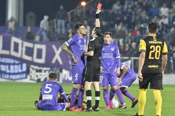 Peñarol y Defensor Sporting jugarán el sábado en el comienzo del Clausura