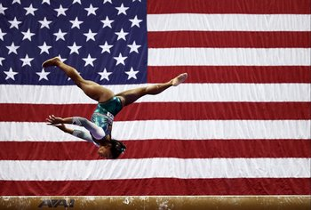 Biles fue campeona estadounidense por sexta vez consecutiva, igualando el récord vigente