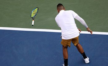 Kyrgios rompiendo una raqueta