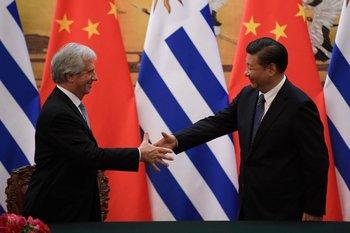 El expresidente Tabaré Vázquez se había reunido en 2016 con el primer mandatario chino, Xi Jinping, con la idea de poder concretar un TLC entre ambos países