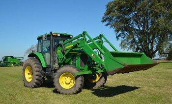 Tractor con pala John Deere 6130.
