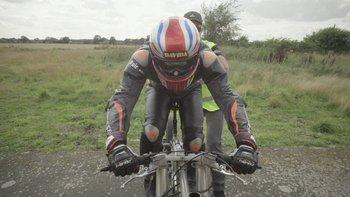 Neil Campbell, de 45 años, alcanzó una velocidad de 280,55 km/h en una bicicleta especial de US$ 18.000