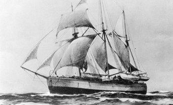 """El Fram, el barco del aventurero noruego Fridtjof Nansen que quedó atrapado en """"agua muerta"""" en las aguas del Ártico en 1893."""