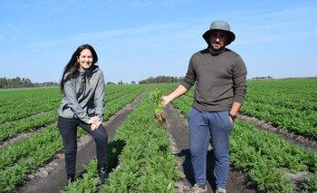Antonella y Germán Gordillo son la tercera generación de productores de zanahoria.